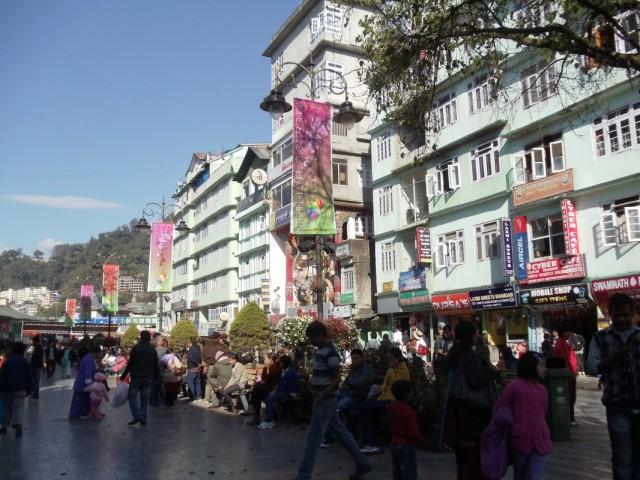 Mall (MG Marg) - главная пешеходня улица города, очень красивое и приятное место