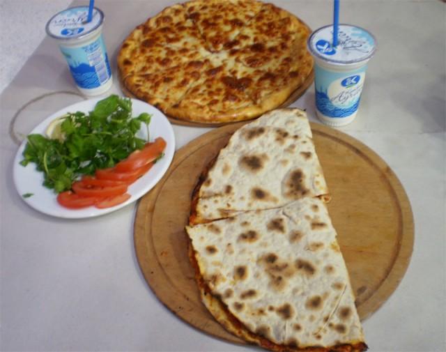 Лахмаджун в неизвестной, но славной кафешке у метро Аксарай