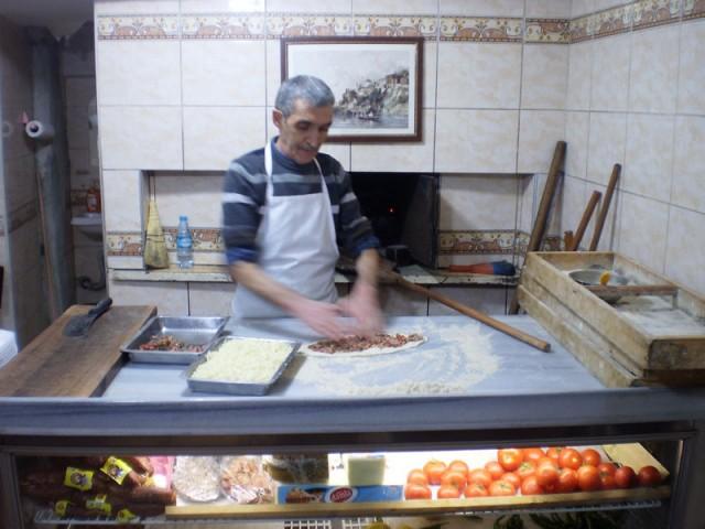 Вот человек, который готовит лучшие пиде в Стамбуле!