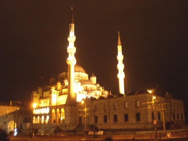 Новая Мечеть в ночи...красиво!