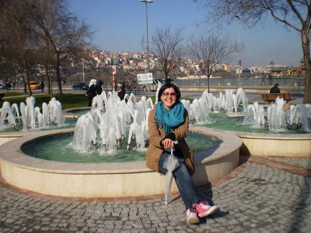 Симпатичный фонтан напротив пристани
