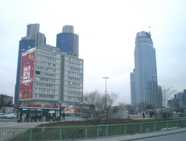 Здания перед Сапфиром - потом уже мы смотрели на них снизу вверх!