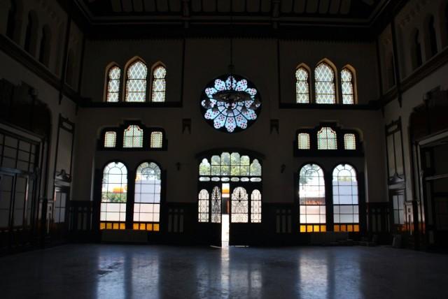 холл вокзала Сиркеджи со стороны Золотого Рога