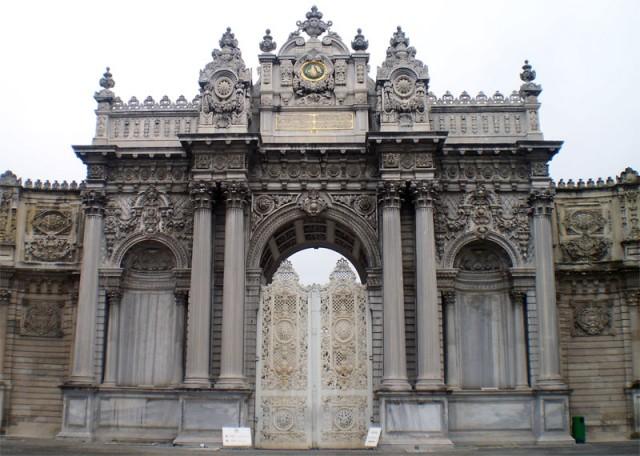 Ворота Сокровищ Дворца Долмабахче