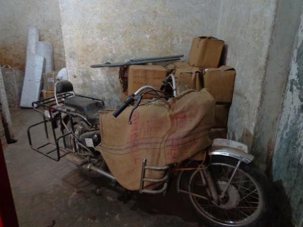 Байк на почте. За 3 месяца хранения взяли 400 рупий.