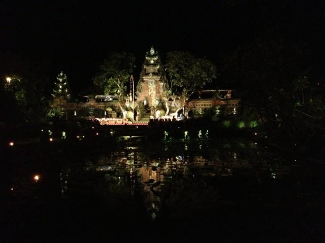 Храм Сарасвати. Вид из Старбакса :)