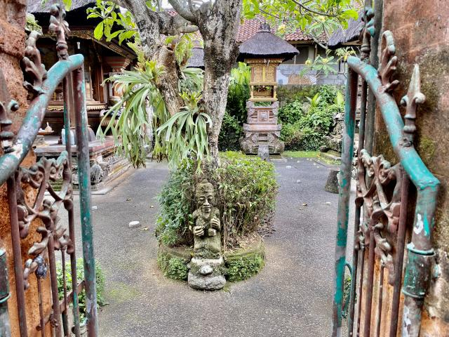 На фото храмик в хозяйской части дома.