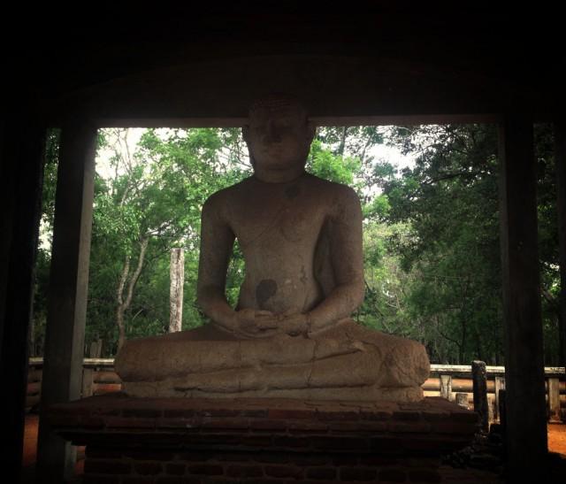 этой статуе 1.5 тысячи лет