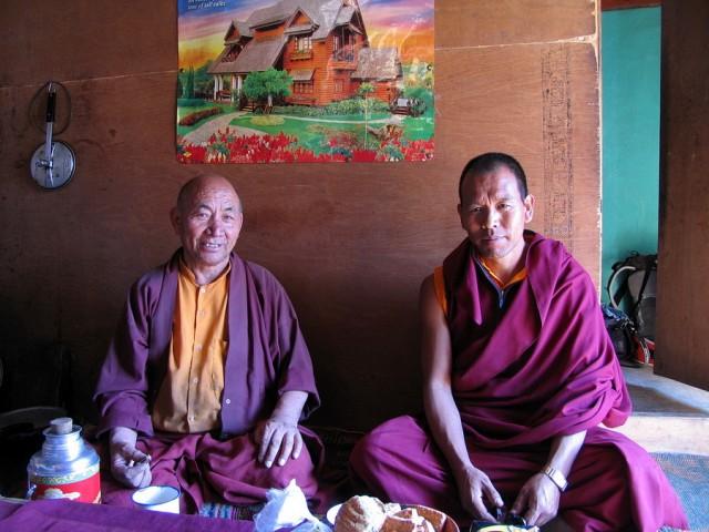 Добрые монахи :)