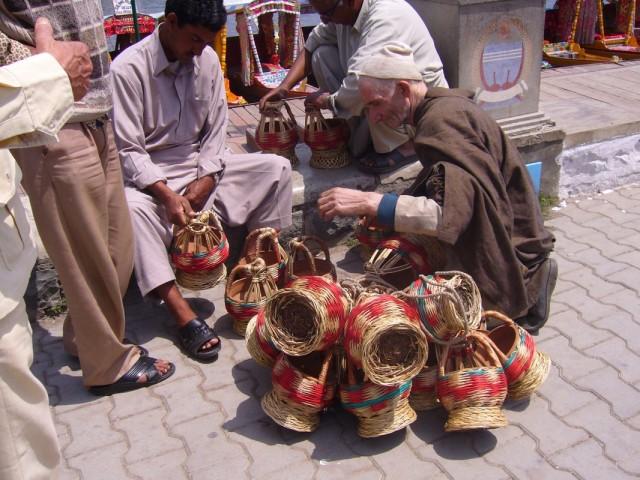 продавец кангри - обогревающих кувшинов