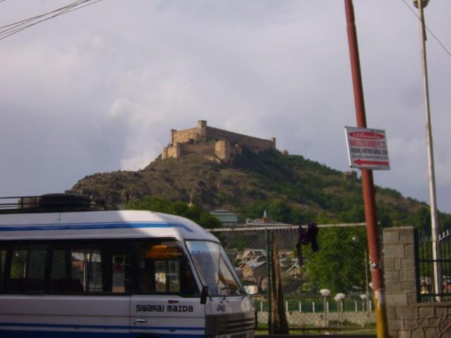 крепость Акбара на горе