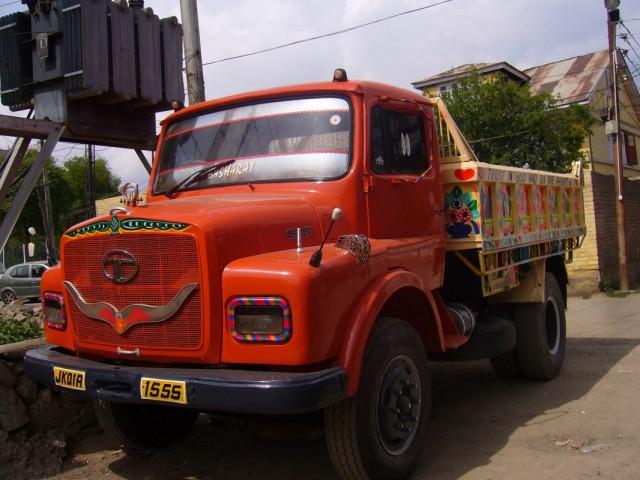 грузовики похожи на детские ирушки