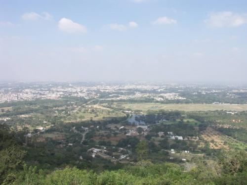 вид на Майсор с горы Чамунди