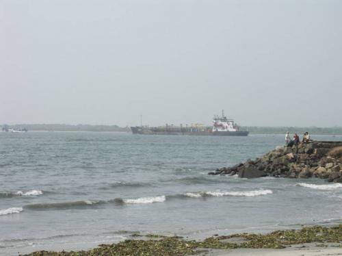 не очень-то чистый берег Аравийского моря в Кочине