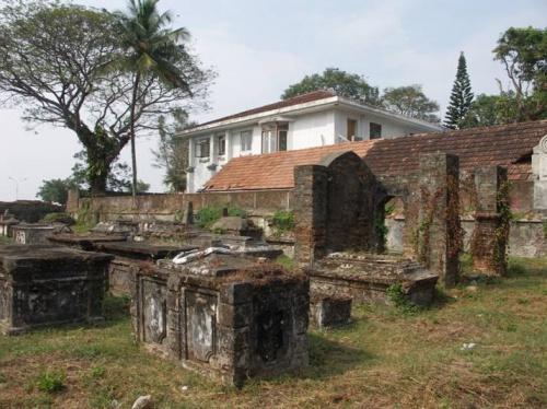 старое датское кладбище (18 в.)