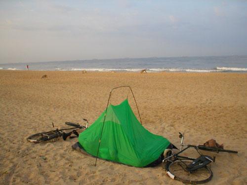 Велопробег по Индии после цунами.Ночевка.янв2005г.