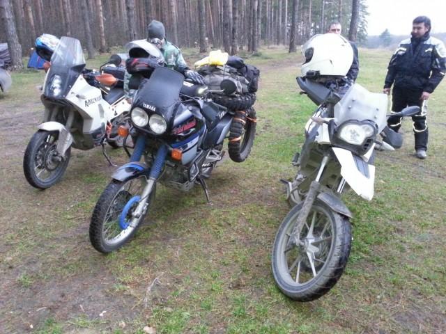 слева направо КТМ,Ямаха XTZ,BMW 650GS