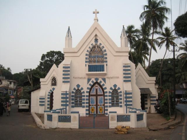 Церковь недалеко от Панаджи