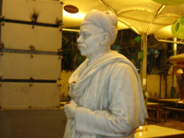 Статуя Мангальдаса, богатого жителя Ахмедабада