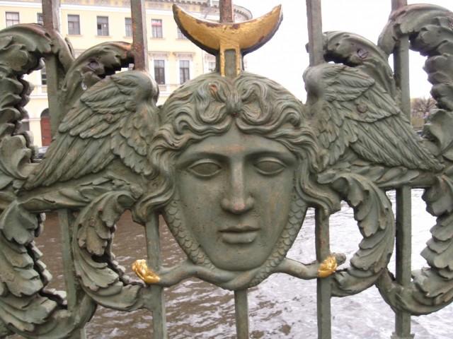 Медуза Горгона, театральный мост