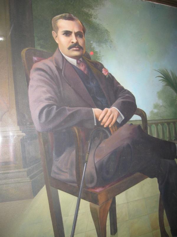 Дада Лекхрадж, основатель Брахма Кумарис, тот, кого в БК принято называть Брахмой, изображён в ту пору, когда был простым ювелиром
