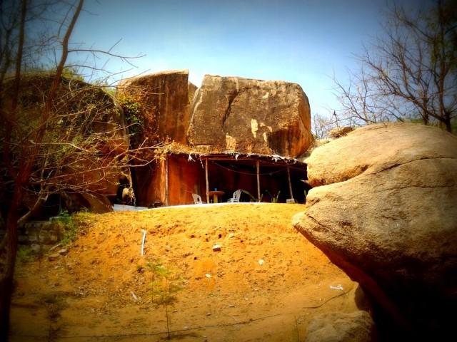 Комната в скале