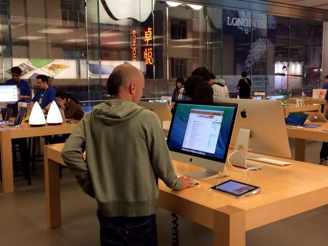 Трехэтажный магазин Apple Store