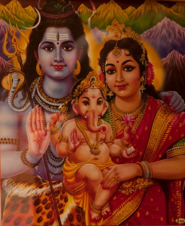 Знатоки индуизма, а могло такое быть? Ганеш родился с головой слона или что-то случилось во младенчестве? мне почему то библейскую картинку напоминает