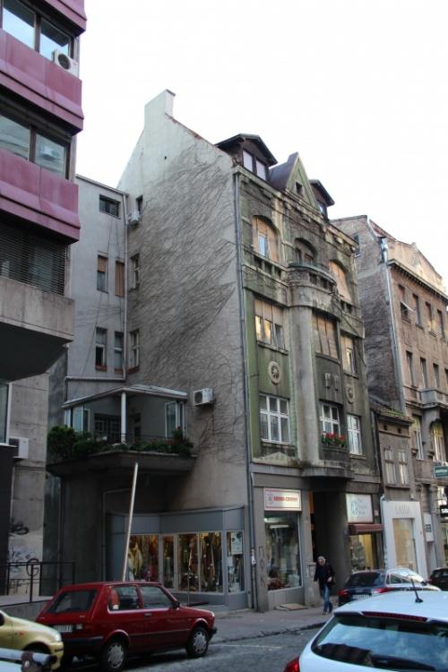 Грустное здание