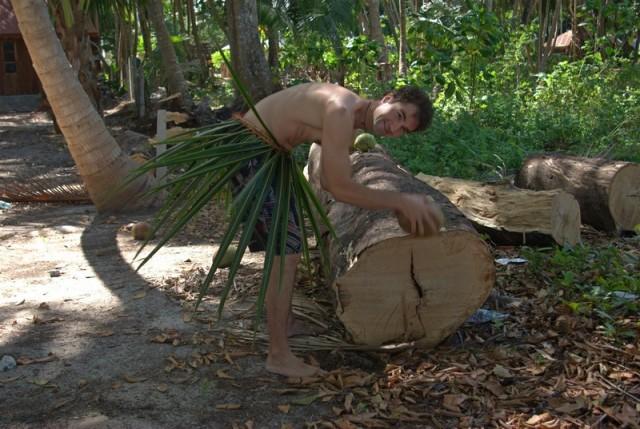 оголодали... разделка кокоса первобытным способом