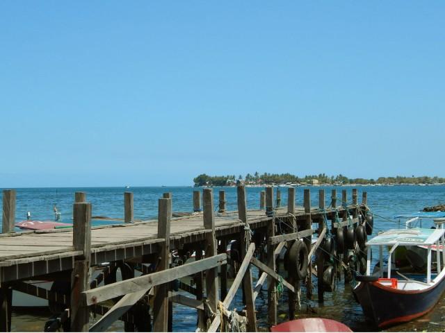 Пристань с видом на один из островов