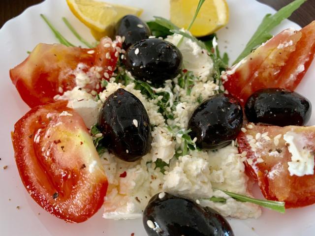 Салат с каймаком
