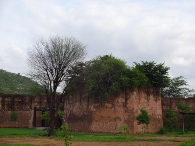 Это стены форта