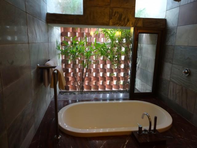 В тенте была такая волшебная ванная