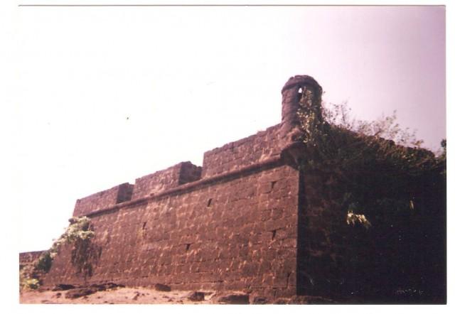 Одни стены