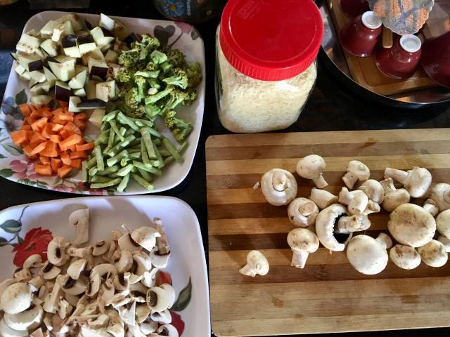 Рис с зирой, овощами и грибами