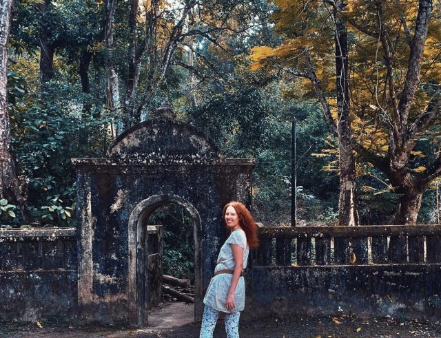 Развеялись поездкой в храм Маули.