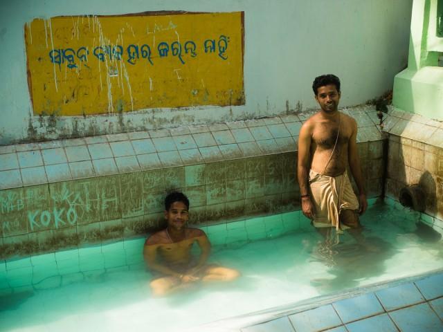 Индусы в бассейне