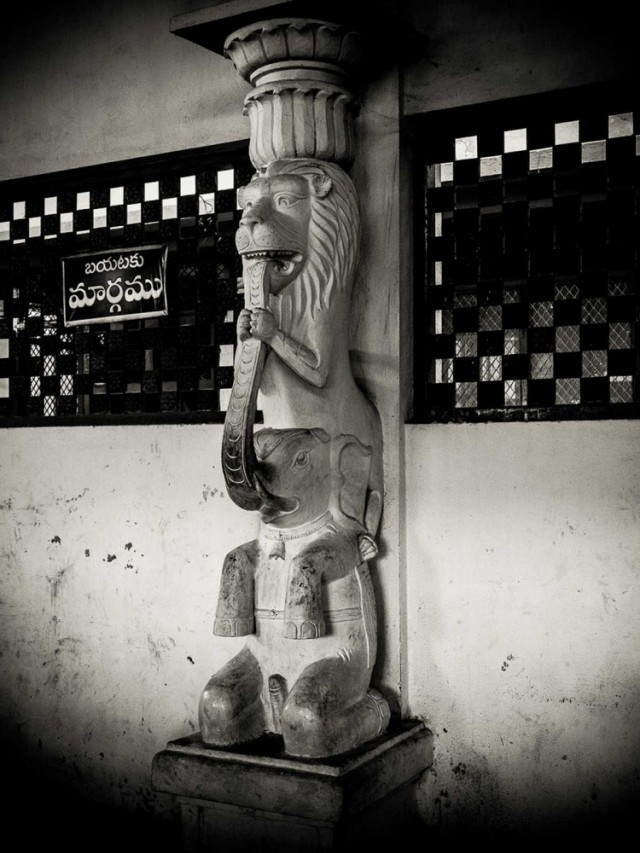 Колонна в храме