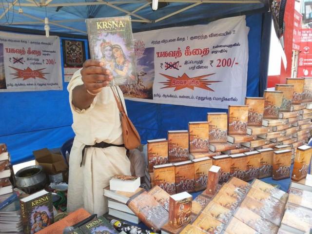 Кришнаиты торгуют и в день Шивы