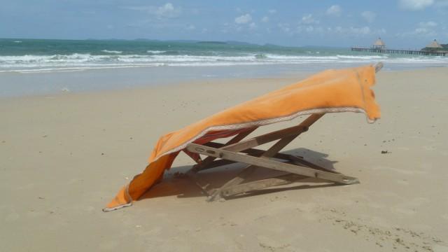 ..стул покинутый,оставленое ложе,ткань,впитавшая полуденное солнце...