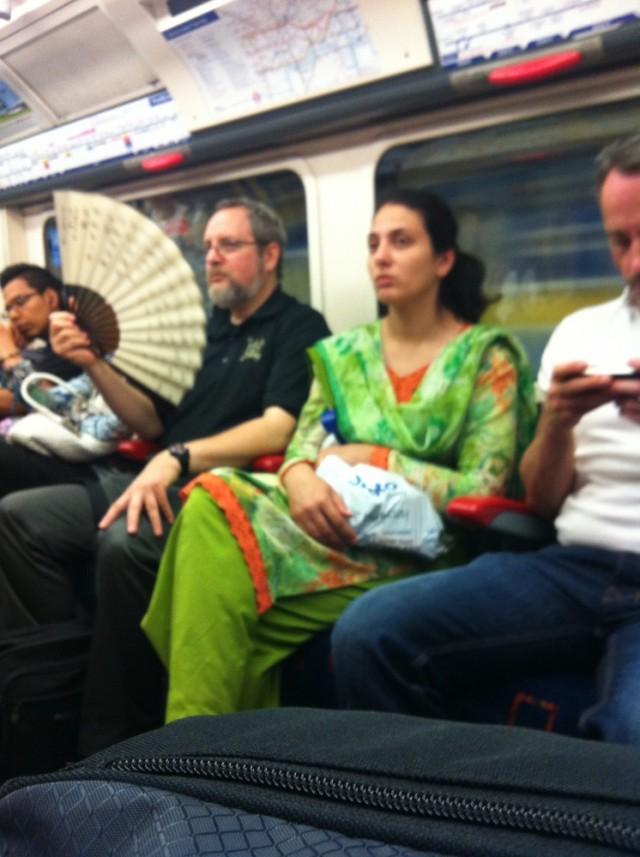 вот такие персонажи здесь в метро встречаются
