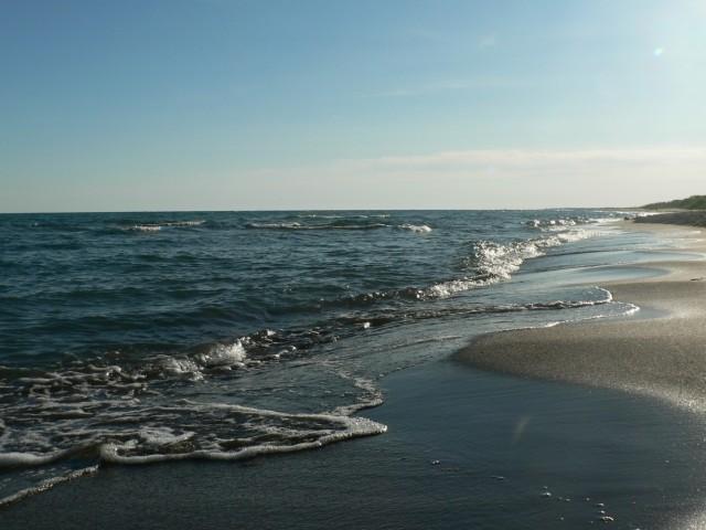 Бал-хашшшш  - шипят песком накатывающие волны