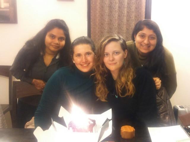 Празднуем день рождения Сольвейг. Рачайта слева. Внизу отсвечивает торт со свечками