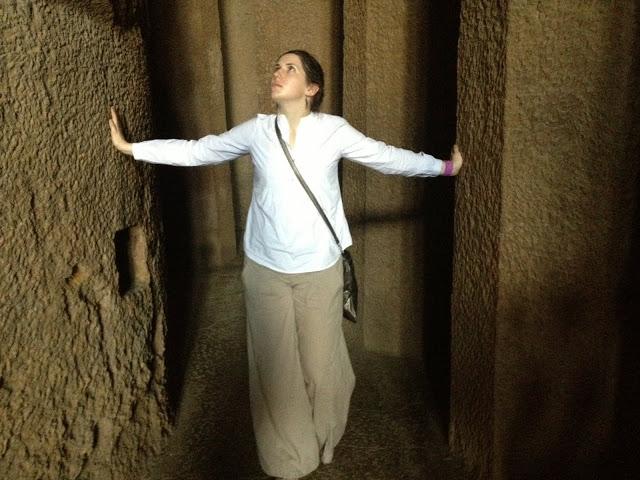 Типовой лук для экскурсий в тёплую погоду, Canheri Caves, Mumbai