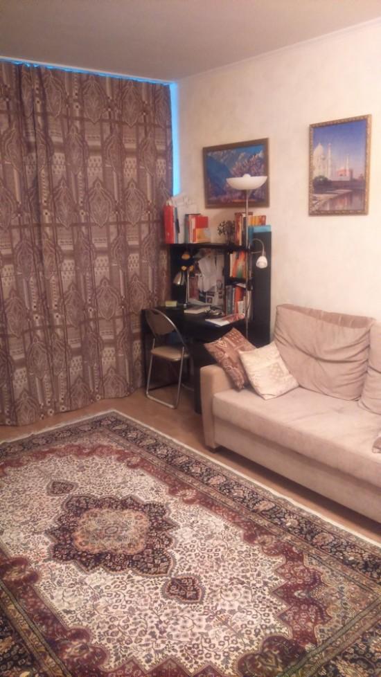 """Рабочий стол и гостевой диван, Шторы на окне """"Раджа"""" коричневый"""