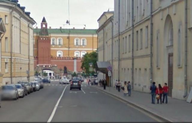 Вид на нашу троицу на Большой Никитской с Романова переулка