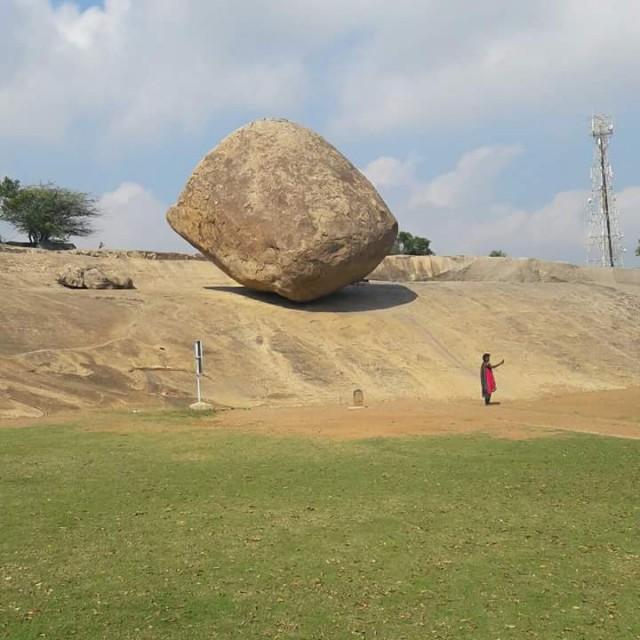 Krishna's Butterball - огромный камень, который не смогли сдвинуть с места и семь слонов