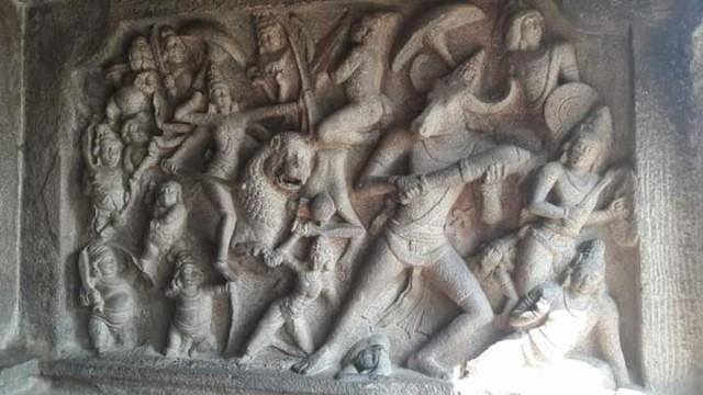 Дурга побеждает Махишасура