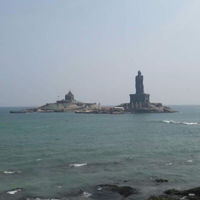 """Мемориал Вивекананды и памятник тамильскому """"Наше всё"""""""